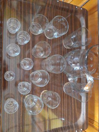 Vasos y jarra de cristal...