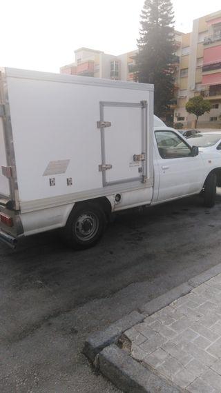 se vende Nissan pick up cajón frio