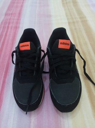 Zapatillas de deporte.adidas