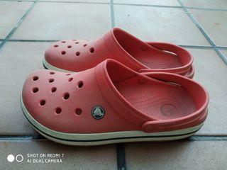 zuecos de goma crocs