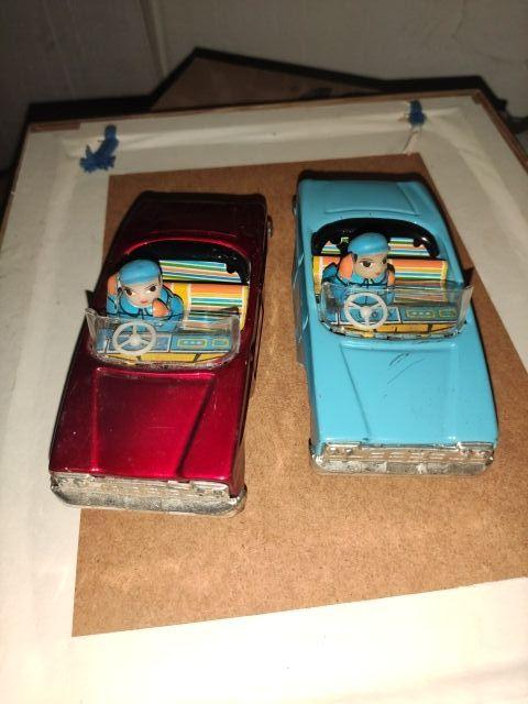 2 coches chapa antiguos