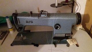 Máquina de coser Alfa, profesional con mesa.