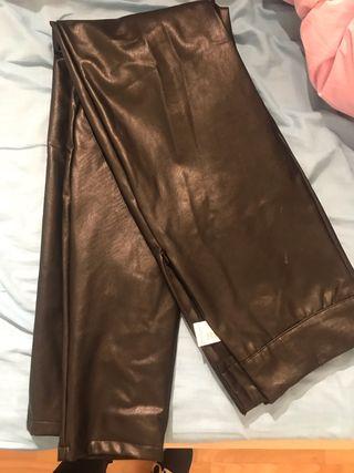 Pantalón cuero stradivarius
