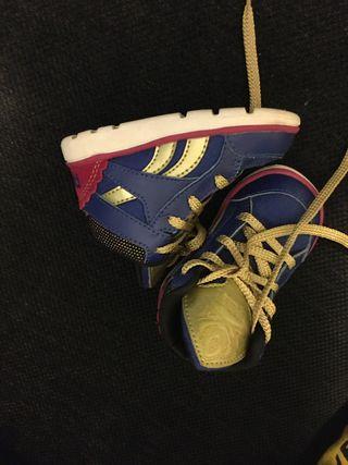 Zapatillas bebé reebok edición frozen y Nike.
