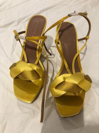 Sandalias de tacón amarillas