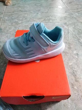 zapatillas Nike bebé 21.5