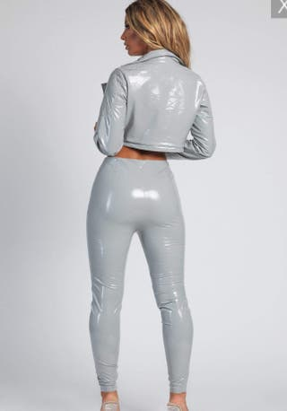 Pantalón de látex sintético gris perla