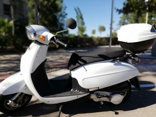Moto Daelim besbi 125 blanca