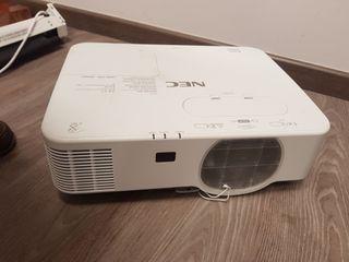 Proyector NEC P554u