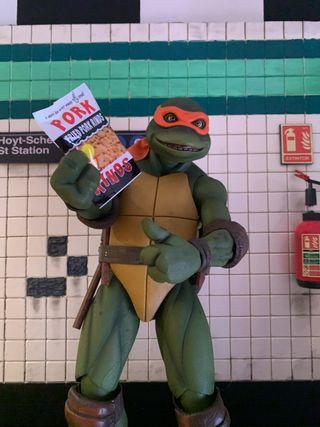 Tortuga ninja escala 1/4 neca mas diorama