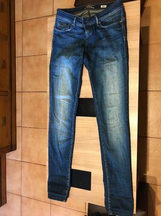 Pantalón vaquero marca salsa casi nuevo