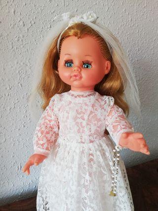 Antigua muñeca de comunión