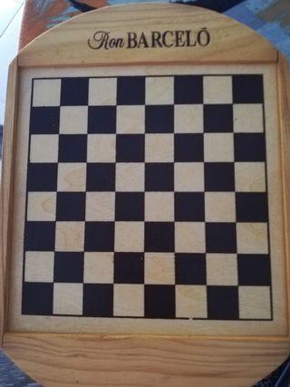ajedrez y dominó pequeño