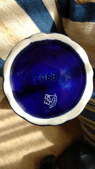 Jarrón de cerámica portuguesa.