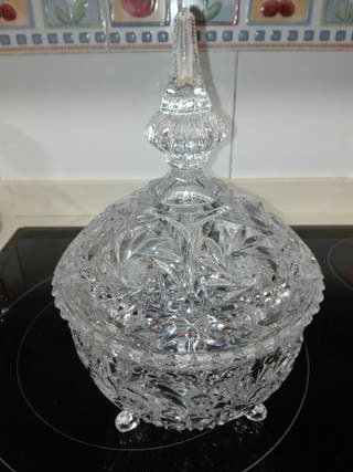 Bombonera de cristal tallado