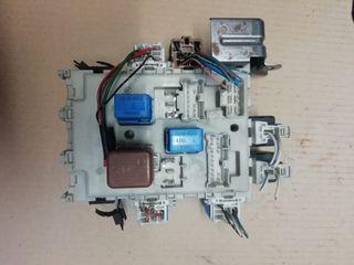 Caja de reles y fusibles Nissan Primera 2.0 16V