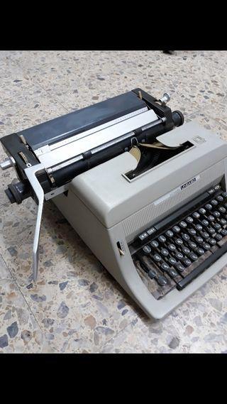 Antigua Máquina de escribir Olivetti