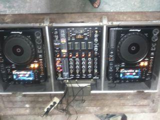 Cabina Pioneer dj, mezcladora, mixer, reproductor.