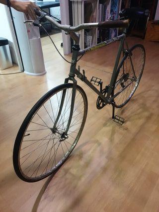 bici antigua carreras estilo fixie.