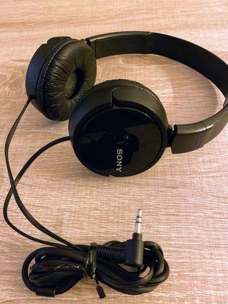 Auriculares de diadema Sony.