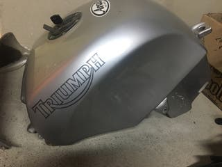 Triumph Speedtriple 955i del 2000 deposito