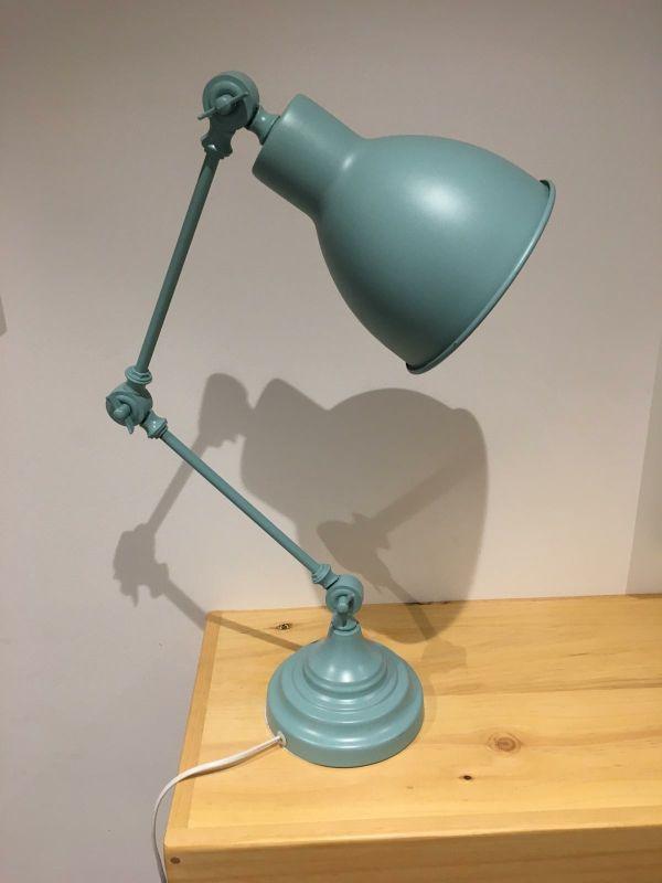 cuadro y lampara de mesa