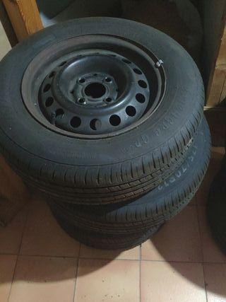 """Llantas de chapa de 13"""" con neumáticos nuevos"""