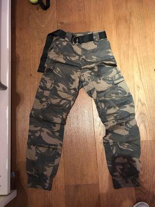 Pantalones militares Stradivarius