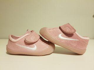 zapatillas bebé Nike número 17