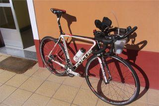 Bicicleta Carbono RUTA/ TRIATLÓN FOCUS IZALCO PRO