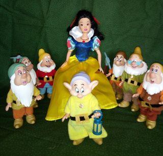 Muñeca Blancanieves y los 7 enanitos.