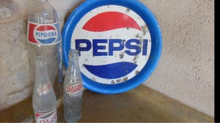 Botellas antiguas Pepsi y bandeja pepsi