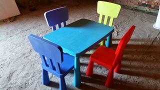 mesa y sillas mamut.