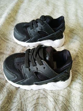 Zapatillas deportivas Nike beb nuevas SIN ESTRENAR