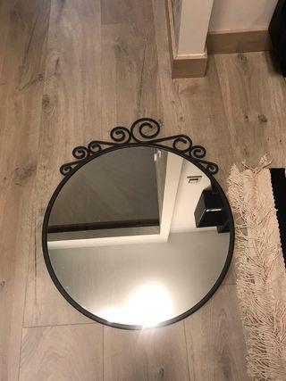Precioso espejo con marco de acero