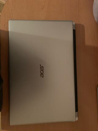 Ordenador portátil Acer, pantalla táctil.