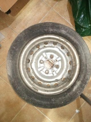 se vende rueda 135r13 de remolque