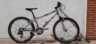 "Bicicleta 24"" nueva de aluminio"