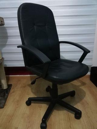 Silla de escritorio o despacho con ruedas