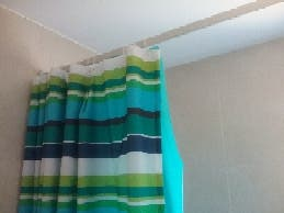 Cortinas baño con barra de aluminio