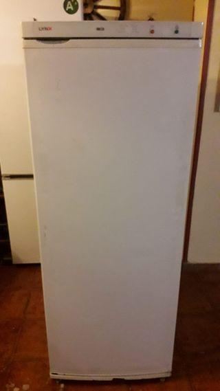 Arcón congelador vertical