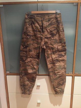 Pantalón Zara camuflaje