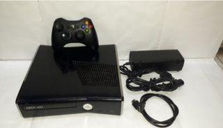 XBOX 360 slimline 250G 2 controls