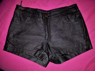pantalón corto cuero