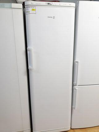 Congelador vertical marca Fagor