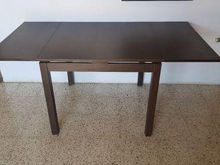 Mesa de madera aglomerada