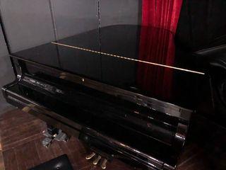 PIANO yamaha C3.