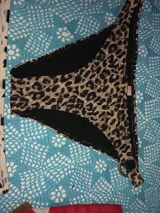 2 bikinis
