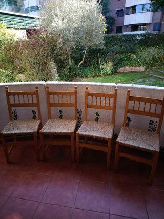 sillas de madera y mimbre
