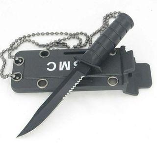 Mini cuchillo colgante